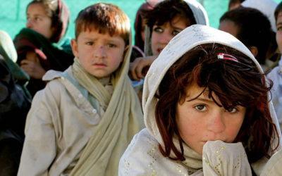 Refugiados huérfanos: alimento para la enfermedad y las mafias.